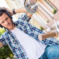 Indossare il casco, il cappello oppure utilizzare il gel, provoca la caduta dei capelli?