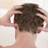 Prurito e dolore al cuoio capelluto, cosa significa?